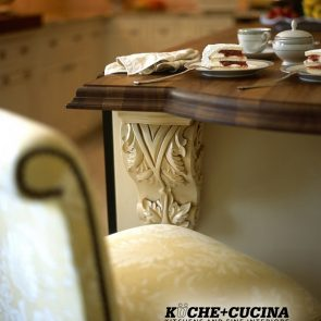 3_Handcarfted-Corbel